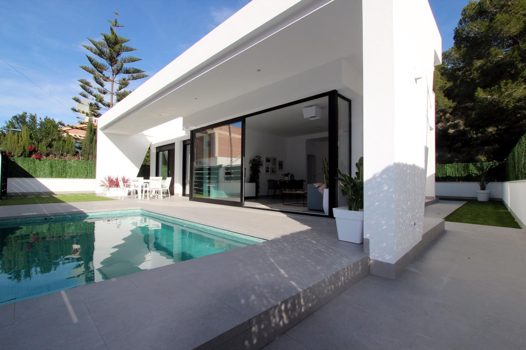 Pinar de Campoverde luxury new-build villas